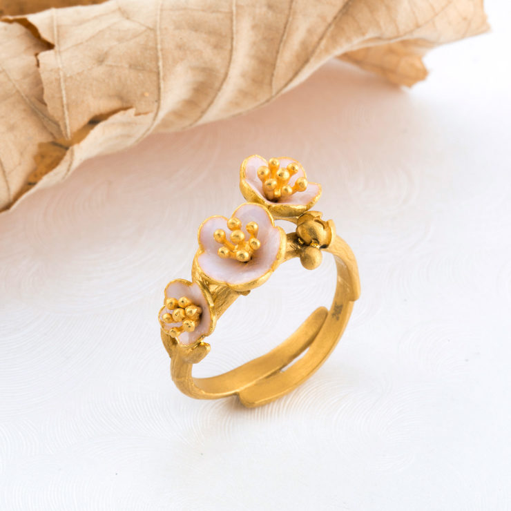 24k pure gold ring decorated with enamel inspired by flowers